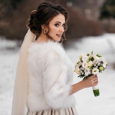 Winter wedding bridal beauty