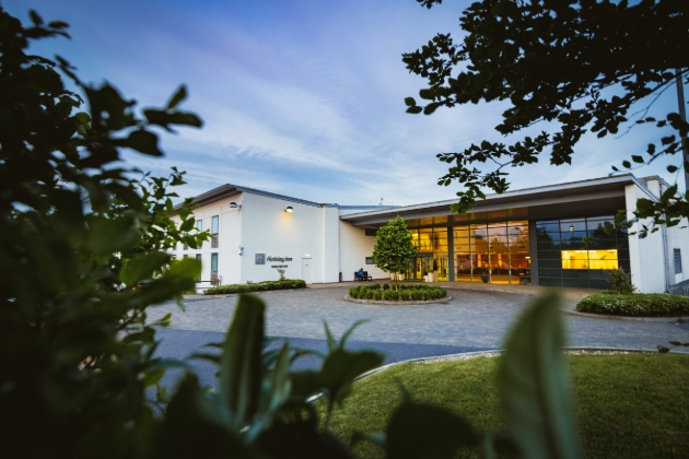 Holiday Inn Winchester, modern glass fronted building with circular drive